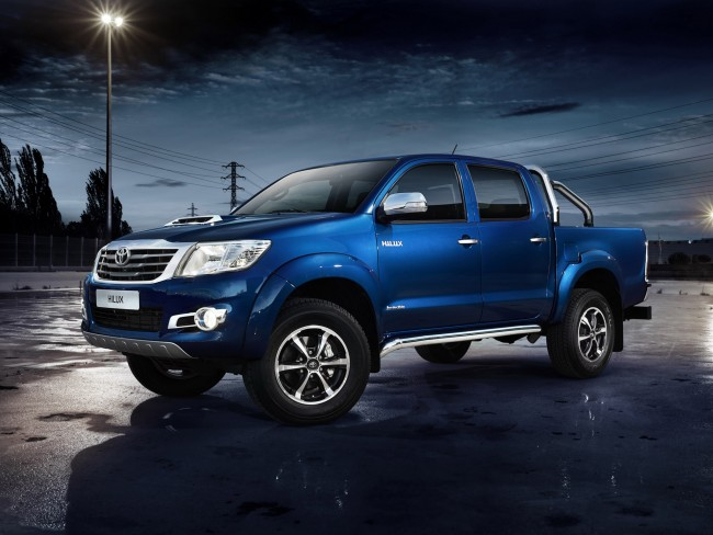 toyota--hilux-invincible-double-cab-2013 1700003574