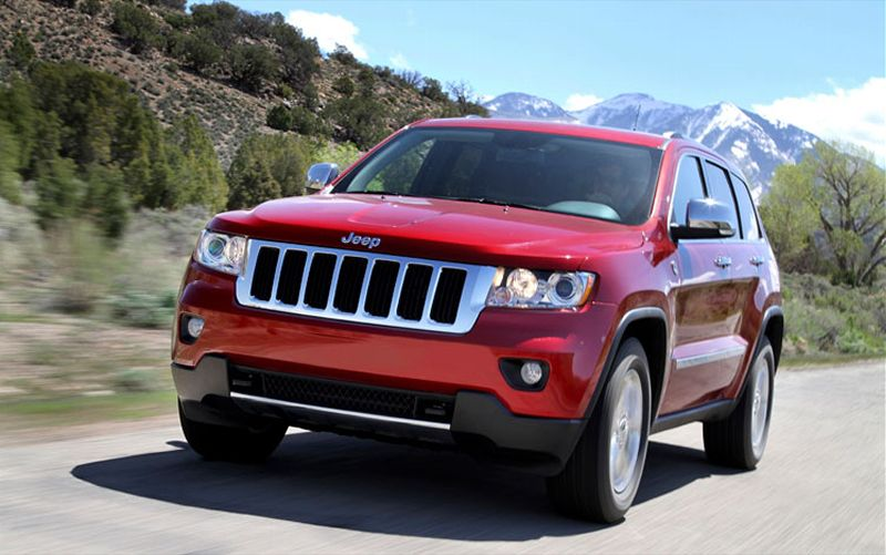 2011-jeep-grand-cherokee-front-in-motion