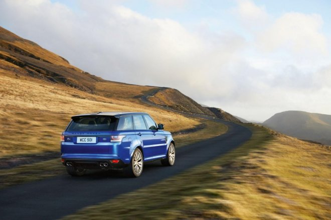 range-rover-sport-svr-tackles-wet-silverstone-in-new-promo-photos-33957-17g
